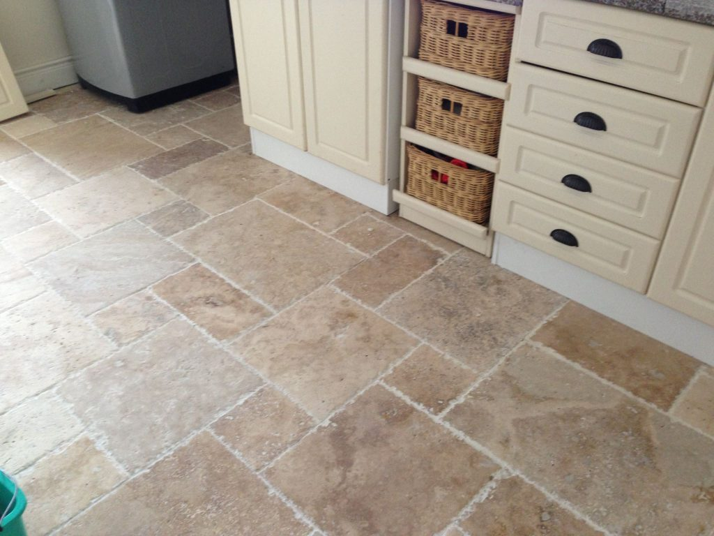The use of natural stone in the kitchen knsp slate stone tiles offer a homeowner a choice of colour options through red brown and orange to dark grey colours that complement modern home interiors dailygadgetfo Gallery